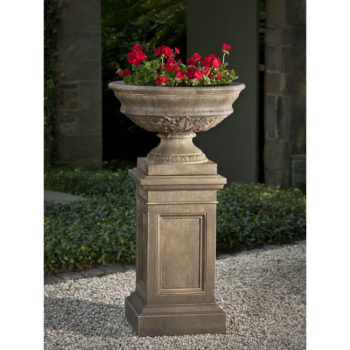 Kinsey Garden Decor Coachhouse Urn