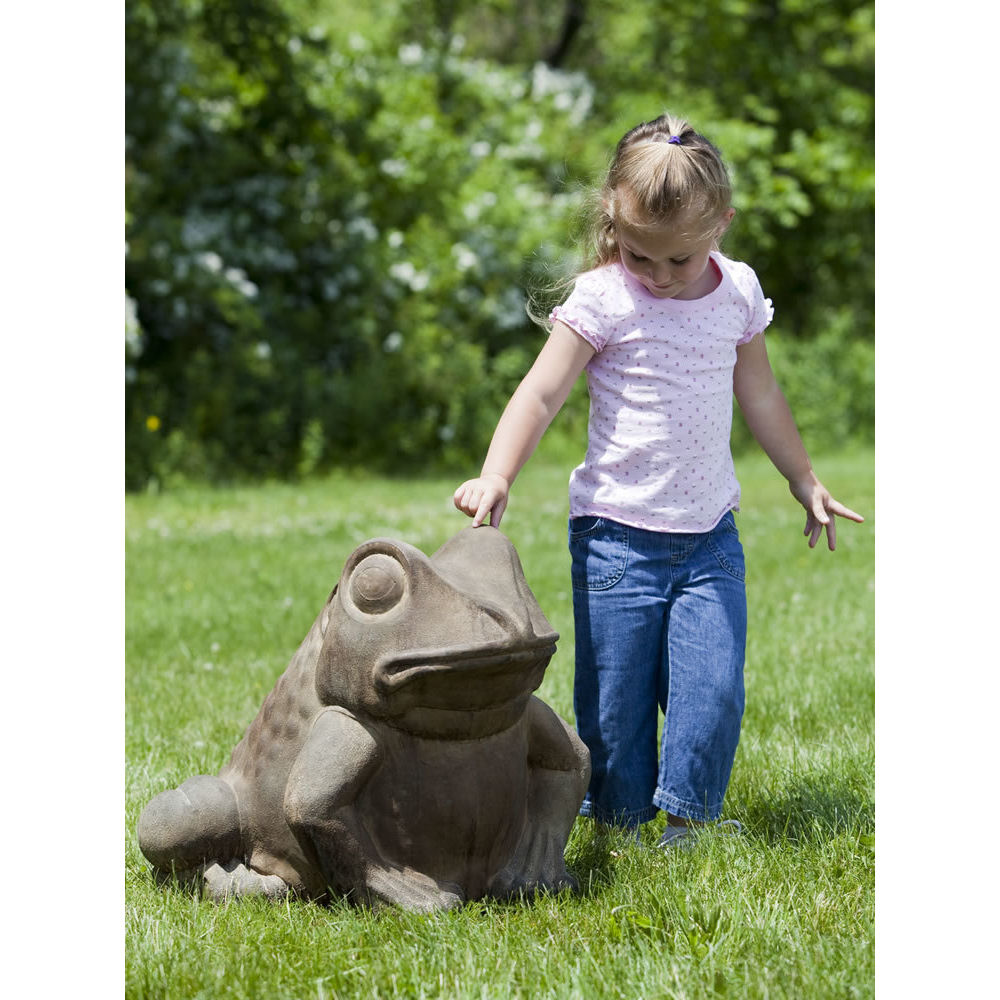 Kinsey Garden Decor Giant Garden Frog Statue
